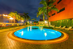 Schöne Nacht Swimmimg-Pools Stockbilder