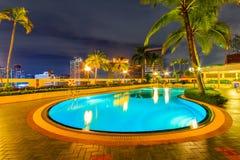 Schöne Nacht Swimmimg-Pools Lizenzfreie Stockfotos