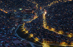 Schöne Nachtansicht der buddhistischen Akademie Lizenzfreie Stockfotos