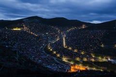 Schöne Nachtansicht der buddhistischen Akademie Stockfotos