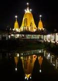 Schöne Nachtansicht des Reflektierens buddhistischen Tempels YE Kyaung Stockbilder