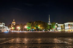 Schöne Nachtansicht von Admirality im Heiligen Lizenzfreie Stockbilder