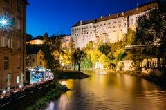 Schöne Nachtansicht zum Schloss in Cesky Krumlov, Tschechische Republik Lizenzfreie Stockbilder