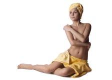 Schöne nackte Frau mit einem Tuch stockfoto