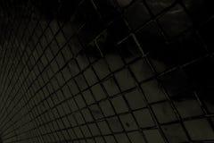 Schöne Nahaufnahme masert abstrakte Fliesen und dunklen schwarzen Farbglasmusterwandhintergrund und Kunsttapete lizenzfreies stockbild