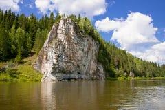 Schöne Natur auf dem Fluss lizenzfreie stockfotos
