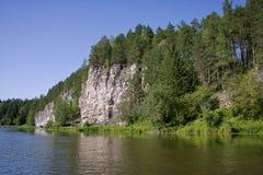 Schöne Natur auf dem Fluss stockfotos