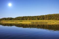 Schöne Natur auf dem Fluss Chusovaya Stockfotografie