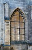 Schöne neogothic Glasfenster Lizenzfreie Stockfotografie
