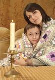 Schöne nette kaukasische Mutter mit ihrem Sohn Lizenzfreie Stockfotografie
