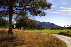 Schöne neue moderne Golfplatzfahrrinne in Arizona Stockbilder