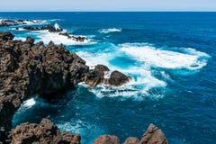 Schöne Nordküste von Madeira Porto Moniz lizenzfreies stockfoto