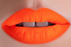 Schöne orange Lippen Stockfotografie