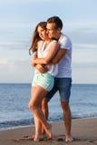 Schöne Paare auf dem Strand Lizenzfreie Stockfotografie