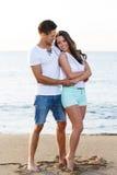 Schöne Paare auf dem Strand Lizenzfreies Stockbild