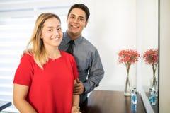 Schöne Paare bereit, Arbeit anzustreben Lizenzfreies Stockfoto