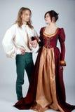 Schöne Paare der mittelalterlichen Kostüme Stockbild