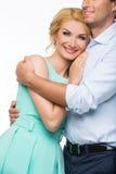 Schöne Paare, die das Umarmen halten Lizenzfreie Stockfotos
