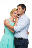 Schöne Paare, die das Umarmen halten Stockfotos