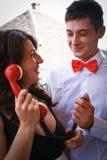 Schöne Paare, die herum täuschen Stockfoto