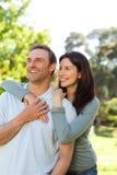 Schöne Paare im Park Stockbild