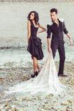 Schöne Paare, Modelle der Mode, tragende spanische Kleidung stockfotos