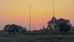 Schöne Pagode bei Sonnenuntergang, Sonnenuntergang stock video footage
