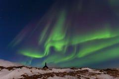 Schöne panoramische Aurora Borealis oder besser bekannt als die Nordlichter für Hintergrundansicht in Island, Jokulsarlon lizenzfreie stockfotos