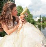 Schöne Prinzessin nimmt von der Kindheit Abschied Stockfotografie
