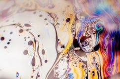 Schöne psychedelische Abstraktion bildete sich durch Licht auf der Oberfläche einer Seifenblase Lizenzfreie Stockbilder