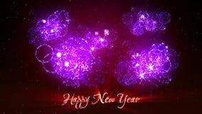 Schöne purpurrote Feuerwerke mit Laser zeigen auf Winternächtlichem himmel in Vorabend neuem Jahr Reiche violette Feuerwerke als  stock video footage