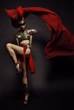 Schöne römische Frau in der Rüstung und im Sturzhelm Stockfotografie