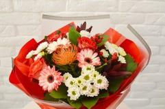 Schöne Rad-Blumen im Blumenstrauß lizenzfreie stockfotografie