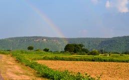 Schöne Regenbogennaturlandschaft, vindhya Berg, chitrakoot, Indien Lizenzfreie Stockfotos