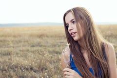 Schöne reizvolle Frau lizenzfreie stockfotos