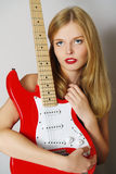 Schöne reizvolle Gitarrenfrau stockfotos