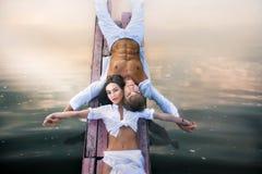 Schöne romantische Paare lizenzfreies stockfoto