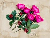 Schöne rosa Rosen mit Geschenkbögen Abbildung der roten Lilie Lizenzfreie Stockfotografie