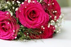 Schöne Rosen bildeten sich in einen schönen Blumenstrauß Lizenzfreies Stockbild