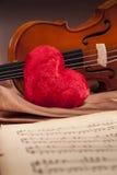 Schöne Rosen und Violine! lizenzfreies stockbild