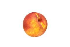 Schöne rot-gelbe Pfirsichnahaufnahme auf einem weißen Hintergrund Lizenzfreies Stockfoto