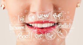 Schöne rote Lippen mit weißen Spracheblasen Lizenzfreie Stockfotos