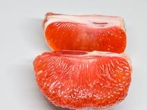 Schöne rote Pampelmuse auf weißem Hintergrund, schauen frisch und geschmackvoll Lizenzfreies Stockbild