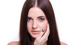 Schöne ruhige Frau mit einem leichten Ausdruck lizenzfreie stockfotos