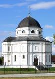 Schöne russische Dorfkirche Lizenzfreies Stockbild