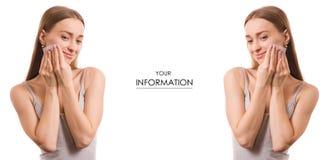 Schöne Schönheitsmattierungsservietten der jungen Frau für Gesichtssatz Lizenzfreies Stockbild