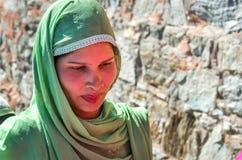 Schöne schüchterne Frau bei Kumbhalgah in Rajasthan Stockfotos