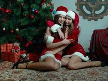 Schöne Schnee-Mädchen trifft sich neues Jahr lizenzfreie stockbilder