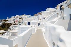 Schöne Schritte in Fira das meiste schöne Luxushotel von Santorini-Insel in Griechenland stockfotos