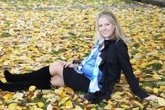 Schöne schwangere blonde Frau Stockfoto